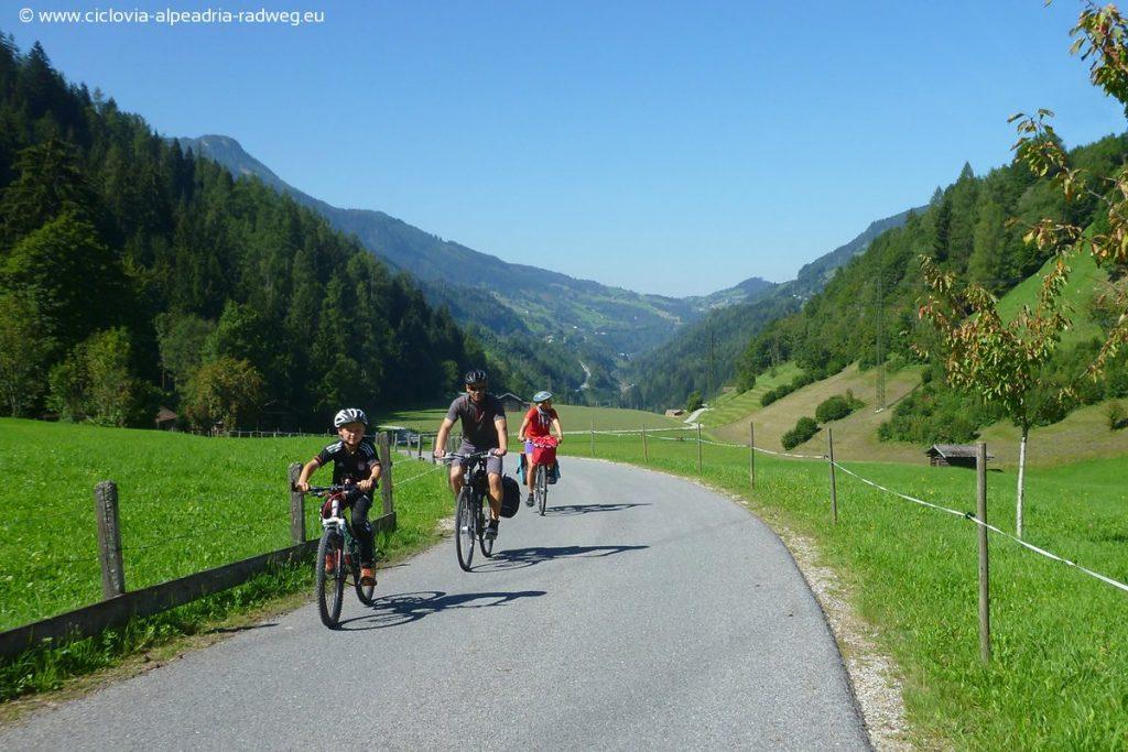 famiglia ciclista lend 1200