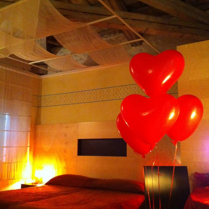 experience suite inn batticuore in red vintage